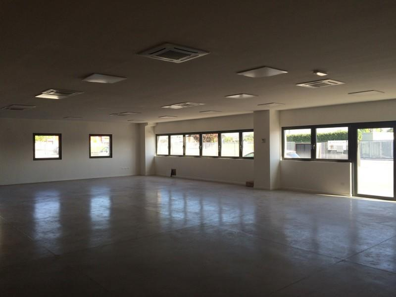 Illuminazione Ufficio Open Space : Paulin agenzia immobiliare a udine immobili in affitto e in vendita