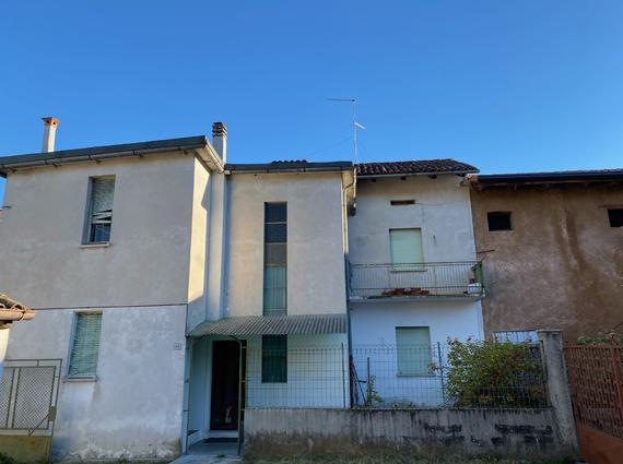 Casa in linea da ristrutturare a Bressa