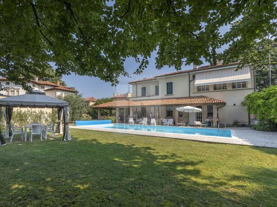 Villa liberty con piscina - zona